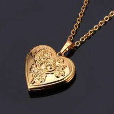 Valentine& Gift Gold/Platinum Plated Heart Locket Necklace Valentine & # s Gift goud / geplatineerd hart medaillon ketting The post Valentijnsdag geschenk goud / geplatineerd hart medaillon ketting appeared first on Frauen Schmuck. Gold Plated Necklace, Gold Necklace, Pendant Necklace, Gold Locket, Garnet Necklace, Silver Earrings, Jewelery, Jewelry Necklaces, Diamond Necklaces