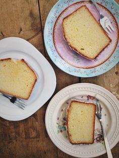 Griekse yoghurt cake met citroen – Cookingdom Food Cakes, Cupcake Cakes, Cupcakes, Pie Cake, No Bake Cake, Citroen Cake, Cake Recept, Greek Yogurt Recipes, Good Food
