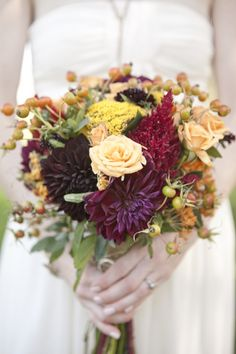 autumnal bouquet from Alicia Neal // photo by Love Me Do Photgraphy
