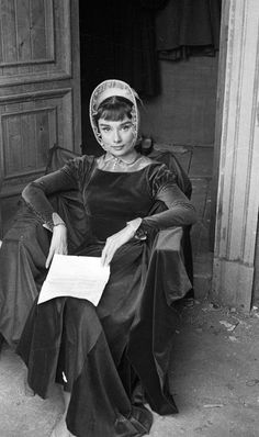Audrey Hepburn photographed by George Daniell on the set of War and Peace in Rome, Italy, 1955. D's Blog Favorites (127)