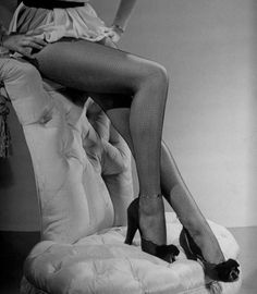 The best legs in Hollywood: a photo tribute to Betty Grable's legs Classic Hollywood, In Hollywood, Vintage Hollywood, Hollywood Glamour, Hollywood Celebrities, Beautiful Legs, Pin Up Girls, Beautiful Actresses, American Actress