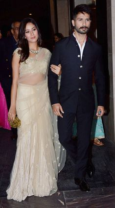 Mira Rajput and Shahid Kapoor make a starry entry (Photo: Yogen Shah) Mens Indian Wear, Indian Groom Wear, Indian Men Fashion, Indian Attire, Mens Fashion, Wedding Dresses Men Indian, Wedding Dress Men, Indian Dresses, Indian Outfits