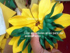 Flores em E.V.A. / PET / Meias de Seda: Girassol em e.v.a passo a passo Paper Flowers, Marie, Diy Crafts, Plants, Biscuit, Satin Flowers, Vase Arrangements, Handmade Flowers, Silk Stockings