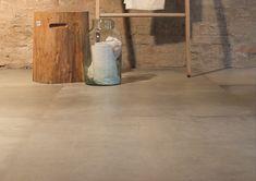 Een prachtig voorbeeld van een warme  beton look (51-NT) ! In 80x80 en 60x60 formaat. Er zijn bijpassende getrommelde mini mozaïek en gezaagde mozaïek bij te krijgen. Tegelhuys
