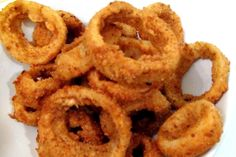How to make onion rings? First prepare batter, then cook the rings. Homemade onion rings - my favourite beer snack, they're so crispy and tasty. Homemade Onion Rings, Onion Rings Recipe, Grilling Recipes, Wine Recipes, Dessert Recipes, Desserts, All Vegetables, Veggies, Crispy Onions