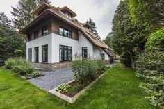 Luxe villa met rieten dak | house designs | dream homes | dreamy houses | droomhuis | Hoog.design