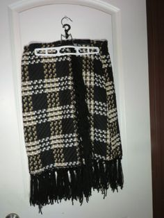 Black-White-Beige-PLAID-wrap-skirt-from-LUCENT-sz-S-SMALL-100-Acrylic-MOD