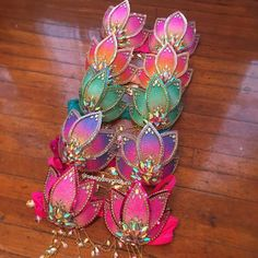 The green one and the one right underneath it but without pink. Rave Costumes, Burlesque Costumes, Carnival Outfits, Carnival Costumes, Festival Outfits, Festival Fashion, Decorated Bras, Bling Bra, Mermaid Top