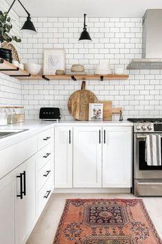 Morrocan Tiles Kitchen, Kitchen Tiles Design, Morrocan Rug, Beach Kitchens, Bright Kitchens, Cool Kitchens, White Kitchen Cabinets, Kitchen Dining, Kitchen Reno