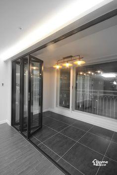 폴딩도어가 설치된 대전 도룡동 포엠 33평 주상복합아파트 거실 인테리어[홈데코 인테리어]안녕하세요 홈데... Flat Interior Design, Interior Garden, Balcony, House Design, Bedroom, Lighting, Architecture, Apartments, Outdoor Decor