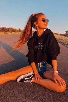 Source by – – girl photoshoot poses Cute Instagram Pictures, Cute Poses For Pictures, Instagram Pose, Poses For Photos, Instagram Outfits, Girl Photos, Instagram Photo Ideas, Instagram Girls, Best Photo Poses