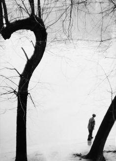 Photo: Leonard Freed. By the Seine, Paris, 1953.