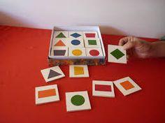 Aprendemos a clasificar con figuras geométricas.