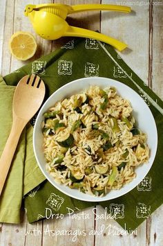 Orzo Pasta Salad with Asparagus and Zucchini An easy side dish full of veggies and flavor! Potluck Recipes, Pasta Recipes, Salad Recipes, Cooking Recipes, Healthy Recipes, Lemon Recipes, Healthy Foods, Healthy Eating, Side Dishes Easy