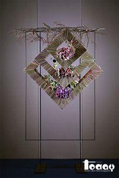 Art Floral, Floral Artwork, Deco Floral, Floral Design, Hanging Flower Arrangements, Hanging Flowers, Floral Arrangements, Unique Flowers, Diy Flowers