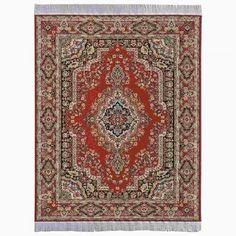 Orient Teppich, gewebt, 17x23 (30220). Abmessungen, inkl. Fransen: gewebt, 175 x 235 mm. Seit Jahrhunderten überlieferte Muster der schönsten Teppiche wurden präzise verkleinert und aus feinsten Garnen gewebt. Alle Teppiche, Läufer und Brücken haben nur eine Stärke von 0,5 mm und liegen deshalb besonders glatt und flach auf dem Boden. Die im Original weißen Teppichfransen sind zur besseren Sichtbarkeit dunkler abgebildet.