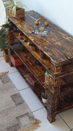 Pallet Table Plans Now reshape the beauty of your home, by crafting this awesome wooden pallet three layers side table plan. Pallet Crates, Wooden Pallet Furniture, Pallet Boards, Recycled Furniture, Handmade Furniture, Wooden Pallets, Diy Furniture, Pallet Projects, Diy Projects