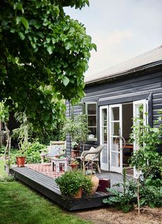 Back deck of a cottage surrounded by pot plants | Photography: Lisa Cohen | Styling: Beck Simon