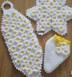 Art Au Crochet, Crochet Diy, Crochet Doilies, Crochet Flowers, Wool Dolls, Felt Dolls, Crochet Toilet Roll Cover, Crochet Sunflower, Bargello