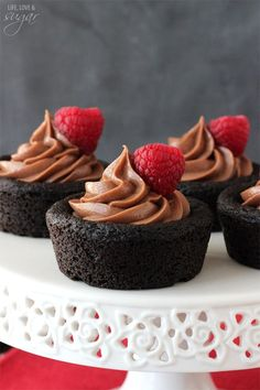 Nutella Cheesecake Chocolate Cookie Cups - chocolate cookie cups filled with no bake Nutella cheesecake