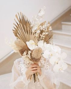 Feb 20 2020 - {Inspiration} Wedding decoration with branches foliage and dried flowers in boho and folk weddingsCasar . Boho Wedding, Floral Wedding, Wedding Flowers, Boho Flowers, White Flowers, Summer Wedding, Bride Bouquets, Floral Bouquets, Dried Flower Arrangements