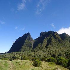 Rando vers Mafate #reunion #reunionisland #974 #team974 #nature #travel #naturelover #gotoreunion #gotoreunionisland #reunionparadis #iledelareunion #reuniontourisme #lareunion #livetravelchannel #travelawesome #worldtravelpics #travelandlife #travelpeek Venez profitez de la Réunion !! www.airbnb.fr/c/jeremyj1489