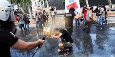 Συγκλονιστικές εικόνες από τα επεισόδια στην Τουρκία: Η αστυνομία έκανε εκτεταμένη χρήση δακρυγόνων για να απωθήσει τους διαδηλωτές Times Square, Concert, Travel, Viajes, Concerts, Destinations, Traveling, Festivals, Trips