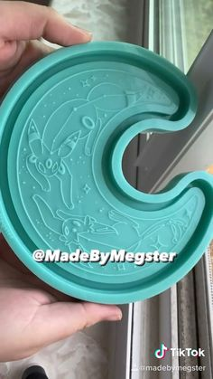 Diy Resin Art, Diy Resin Crafts, Diy Arts And Crafts, Fun Crafts, Soap Molds, Silicone Molds, Umbreon And Espeon, Epoxy Resin Wood, Pokemon
