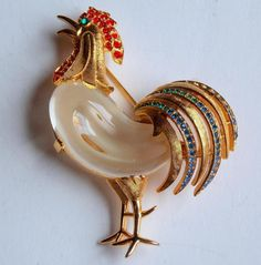 GORGEOUS VINTAGE CROWN TRIFARI ROOSTER JELLY BELLY RHINESTONE PIN BROOCH