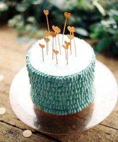 aqua [ cake with adorable gold heart cake toppers! Cute Cakes, Pretty Cakes, Beautiful Cakes, Amazing Cakes, Aqua Wedding Cakes, Cake Wedding, Party In Berlin, Aqua Cake, Turquoise Cake