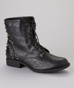 Casual yet stylish, a classic boot is a mainstay for any closet. A modest heel and lace-up front make this shoe a seasonal staple.6.5'' shaft12'' circumferenceLace-upMan-madeImported
