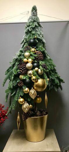 Christmas 2018 Trends, Christmas 2016, Christmas Time, Christmas Wreaths, Xmas, Christmas Ornaments, Christmas Table Decorations, Holiday Decor, Card Box Wedding
