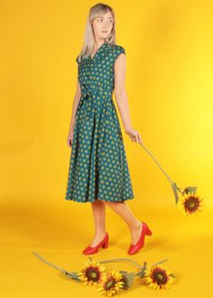 The Ava is a gorgeous shirt dress inspired by the glamour of the 1940s. Perfect your vintage style with elegant cap sleeves, a removable belt and a full a-line skirt. Wear with runners for a dressed down vintage look, or pair with heels for glamorous 1940s inspired style. Featuring detailed yellow sunflowers printed on a rich blue cotton with teal undertones. Vintage Inspired Dresses, Vintage Style Outfits, Vintage Dresses, Vintage Fashion, Sunflower Dress, Sunflower Print, Made Clothing, Sunflowers, Vintage Looks