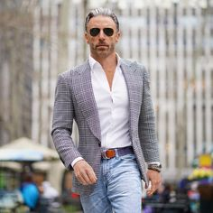 It's a noisy world, which can lead to noise in your own head. If you focus on the one direction that matters. forward, you will be… Mens Casual Dress Attire, Formal Men Outfit, Business Casual Attire, Casual Jeans, Casual Outfits, Men Casual, Suit Fashion, Mens Fashion, David Beckham Style
