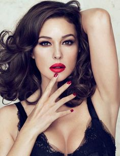 Monica Bellucci - knows how to showcase lingerie!