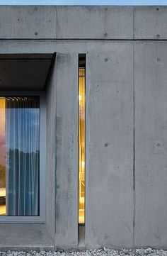 Window Style Ideas - Narrow Vertical Windows // This super narrow window lets just a sliver of light pass through to create a unique look on the exterior of this concrete home. Architecture Design, Concrete Architecture, Contemporary Architecture, Concrete Facade, Windows Architecture, Concrete Walls, Pavilion Architecture, Concrete Houses, Minimalist Architecture