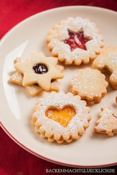 Die besten Spitzbuben Uromas recipe for rogues and terrace cookies: the absolute Christmas classic German Christmas Cookies, Xmas Cookies, Christmas Baking, Christmas 2019, Christmas Recipes, Austrian Recipes, Sweet Cakes, Cakes And More, Cookie Decorating