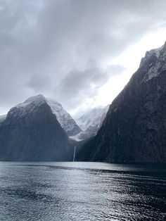 Milford Sound, New Zealand - Nature/Landscape Pictures Beautiful Dream, Beautiful Scenery, Our Planet Earth, Milford Sound, Dark Paradise, Landscape Pictures, Landscape Photographers, Mother Earth, Land Scape