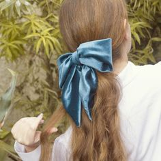 Gold Style Book - Blog de moda y belleza Messy High Ponytails, Velvet Hair, Leather Lace Up Boots, Bow Tutorial, Half Up Half Down, Hair Bows, Hair Styles, Diy, Blog