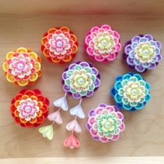 Crochet Flower Patterns, Crochet Flowers, Fabric Flowers, Japanese Hairstyle, Wonderful Flowers, Kanzashi Flowers, Quilling Designs, Ribbon Art, Hair Ornaments