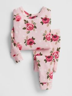 Toddler girl pajamas from Gap are made from super soft cotton, polyester and organic cotton. Shop toddler girl nightgowns, robes, and pajamas at Gap. Cute Pajama Sets, Cute Pjs, Cute Pajamas, Cute Toddler Girl Clothes, Toddler Girl Outfits, Toddler Girls, Cute Sleepwear, Girls Sleepwear, Baby Girl Pajamas