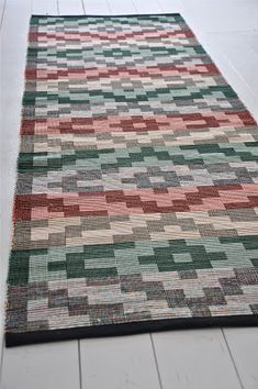 LOPPBERGA: Otakt Weaving Art, Weaving Patterns, Loom Weaving, Tapestry Weaving, Textile Patterns, Hand Weaving, Living Room Carpet, Woven Rug, Colorful Rugs