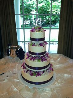 The Jane wedding cake by Beaverton Bakery. Flowers by A Floral Affair (photographed at Grey Gables) #weddingcake #BeavertonBakery #AFloralAffair