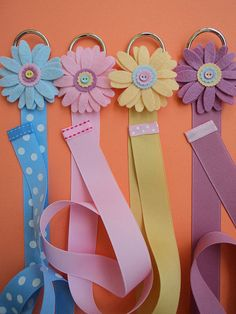 Bow holder - probably could make to hang in closet Hair Accessories Holder, Organizing Hair Accessories, Wedding Accessories, Ribbon Crafts, Ribbon Bows, Ribbon Flower, Ribbon Hair, Fabric Flowers, Hair Band Holder