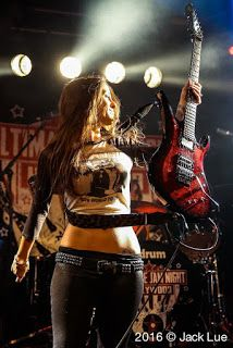 Quer Aprender a Tocar Guitarra ? Nikki Stringfield: All That Shreds in depth interview published Youre becoming a household name with your guitar playing. Chica Heavy Metal, Heavy Metal Girl, Ladies Of Metal, Women Of Rock, Guitar Girl, Female Guitarist, Iron Maiden, Playing Guitar, Punk