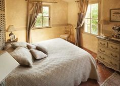 Réalisations ligne traditionnelle - Mas typiquement provençal Furniture, French Country Style, Villa, Bed, Home, Interior, Home Decor
