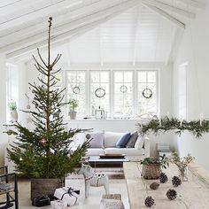 I wish you all a lot of fun and a nice holiday . Natural Christmas, Christmas Mood, Scandinavian Christmas, Rustic Christmas, Christmas In America, H&m Home, Scandinavian Living, Christmas Inspiration, Happy Holidays