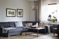 szara-sofa-i-szare-sciany-w-rustykalnym-salonie_1599061.jpg (750×499)