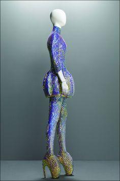 Alexander McQueen Savage Beauty | Alexander-McQueen_Savage-Beauty_Costume-Institute-MET_13