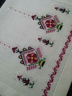 This Pin was discovered by Sey Cross Stitch Charts, Cross Stitch Designs, Cross Stitch Embroidery, Hand Embroidery, Cross Stitch Patterns, Machine Embroidery, Creative Embroidery, Linen Napkins, Brick Stitch